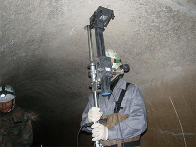トンネル空洞3次元形状計測状況