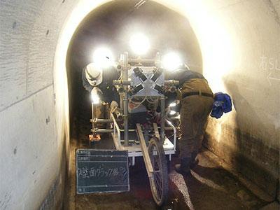 小型水路トンネル壁面撮影状況