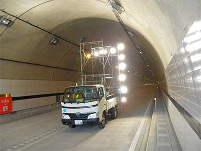道路トンネル壁面撮影状況